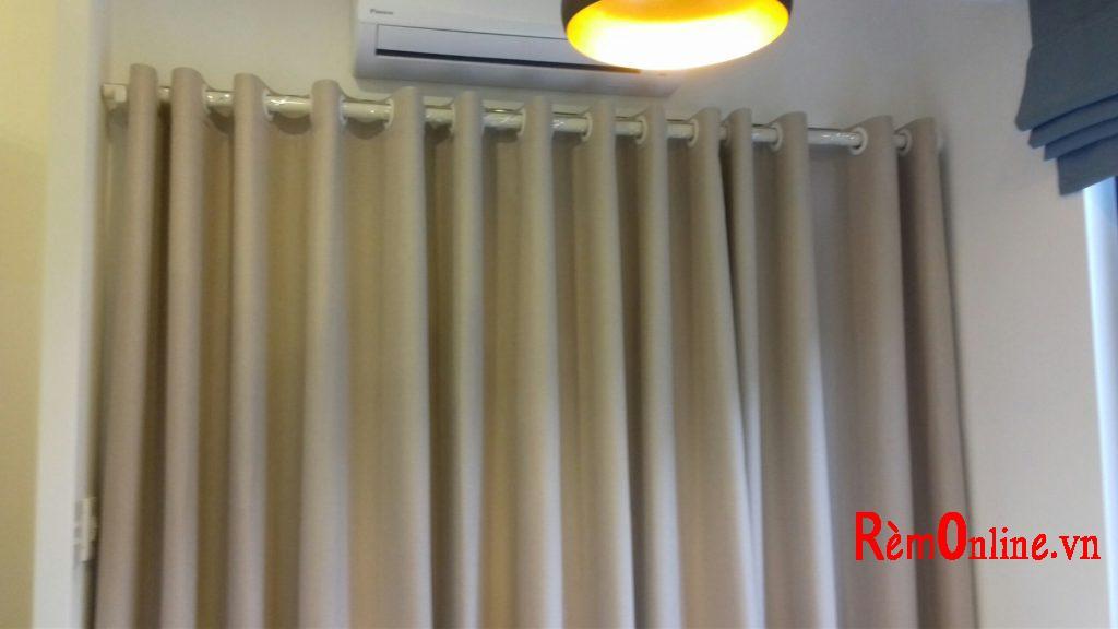 Rèm vải tráng lớp cao su non ở mặt trái có tác dụng làm giảm sự thất thoát nhiệt khi bạn bật máy lạnh