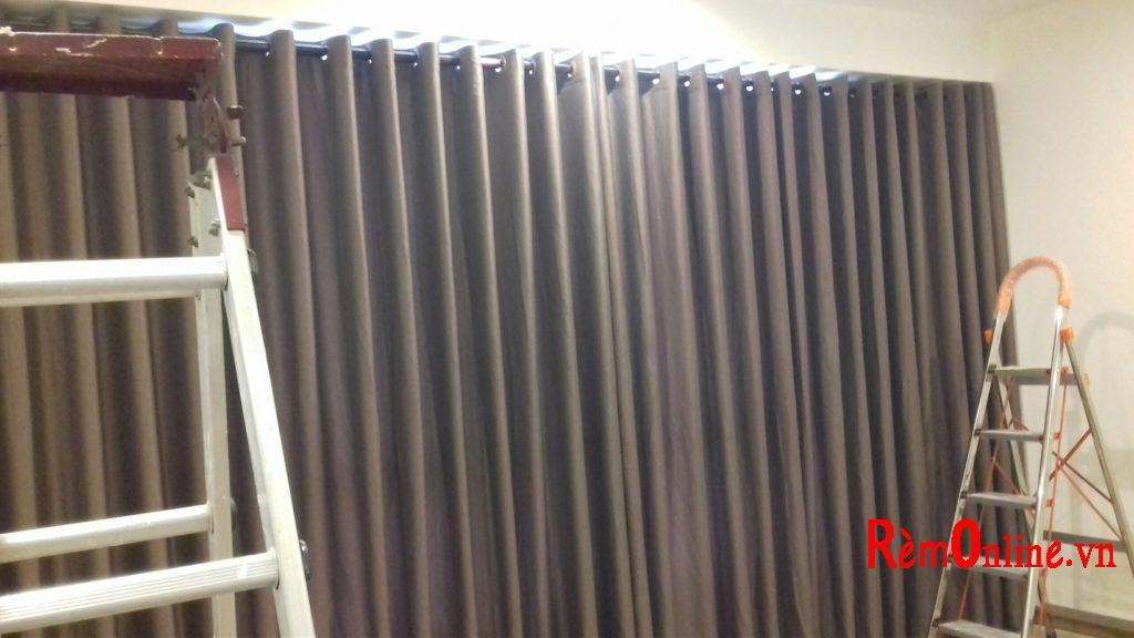 Rèm vải có chiều cao ô cửa tối đa 2,8m phù hợp với ngôi nhà có phòng họp lớn