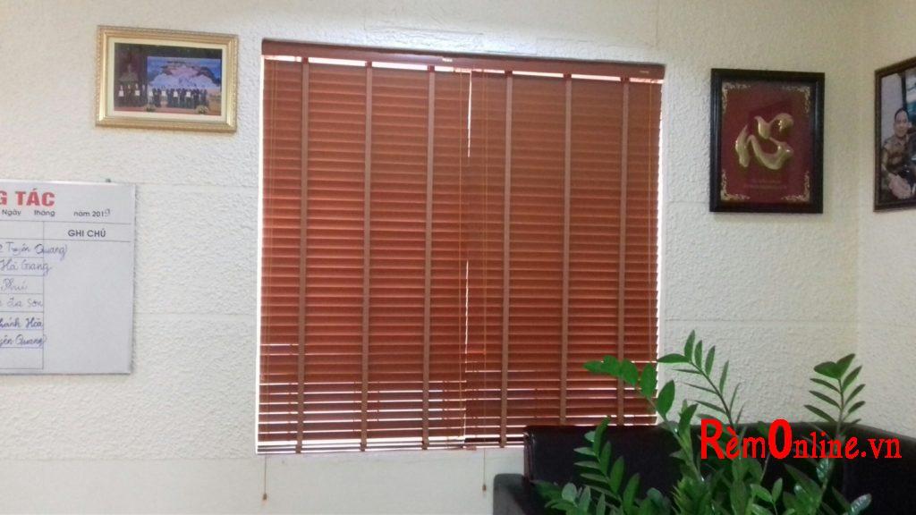lắp đặt rèm gỗ tự nhiên theo yêu  cầu