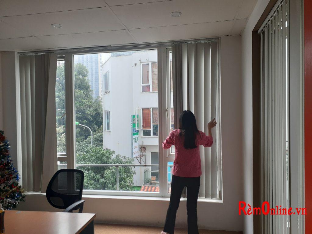 lắp rèm lá dọc cho các văn phòng công ty khắp hà nội