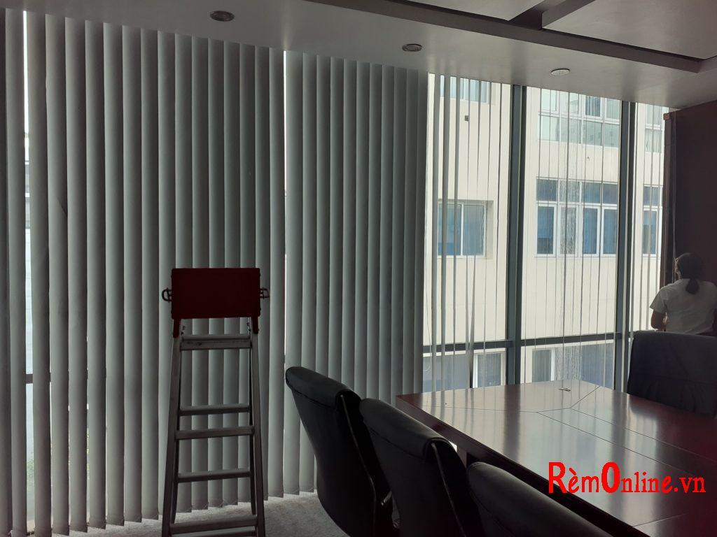 thiết kế lắp rèm văn phòng giá rẻ như rèm lá dọc rèm cuốn rèm cầu vồng.....