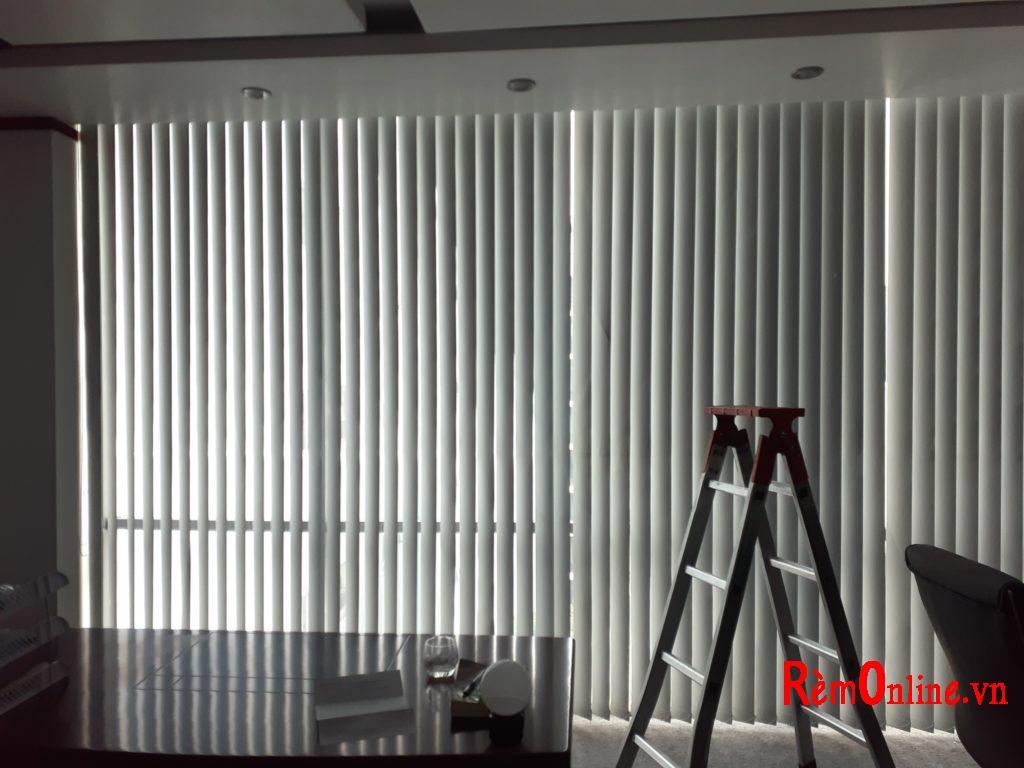 thiết kế lắp đặt rèm lá dọc cản sáng cách nhiệt giá rẻ